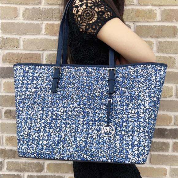 469c4e0cf672ea Michael Kors Bags | Large Carryall Tote Blue Floral | Poshmark